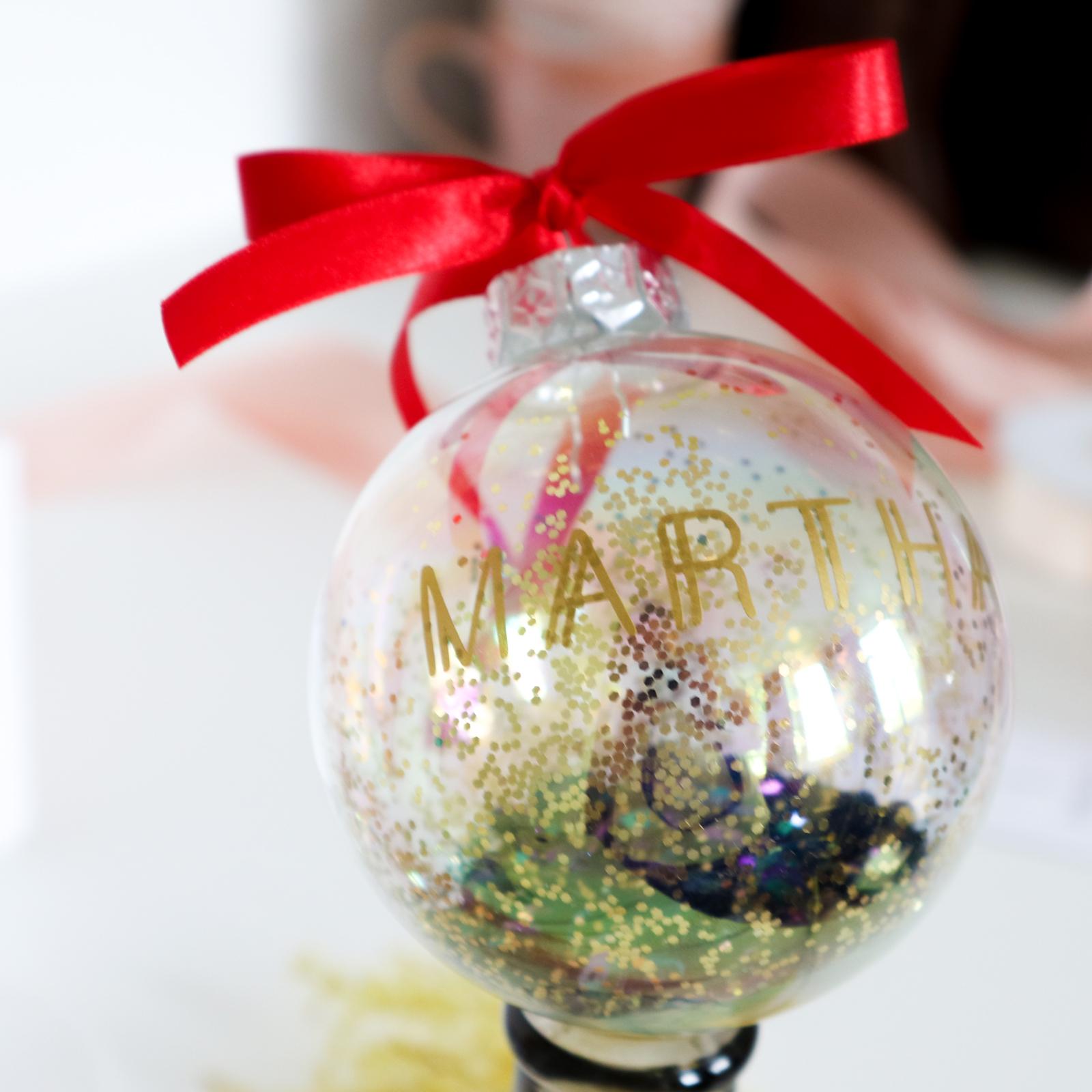 Gepersonaliseerde kerstbal met naam - GOLDIE