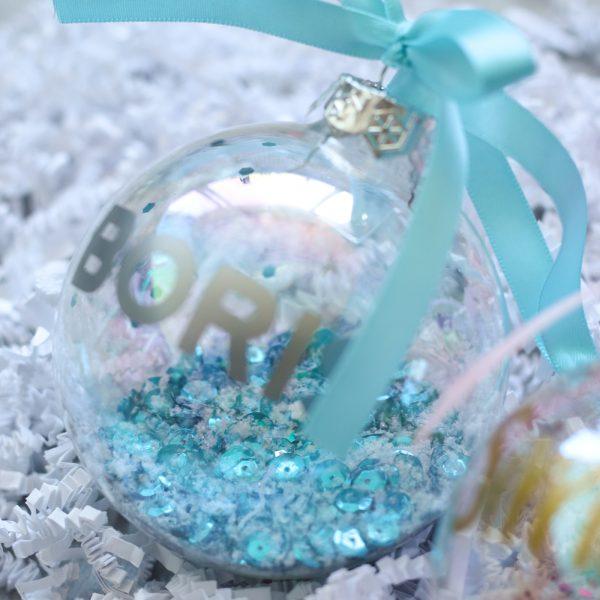 Gepersonaliseerde kerstbal met naam, unieke kerstbal, kerstbal handgemaakt, gepersonaliseerd cadeau, kerstcadeau, baby kerstbal