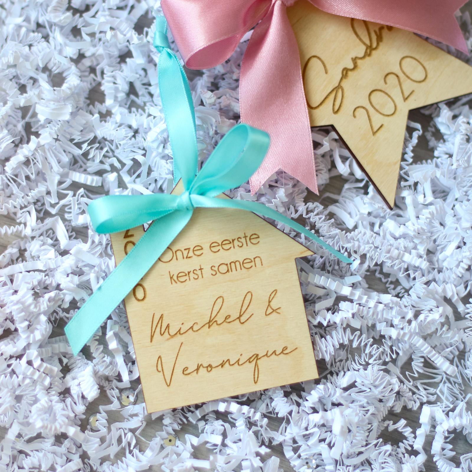 Houten kersthanger met naam - Eerste kerst samen